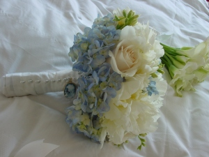 A blue cameo was added to the bouquet handle as a family heirloom while a water source keeps the flowers hydrated throught the day. The bridesmaids wore quite miniature crystal calla bouquets