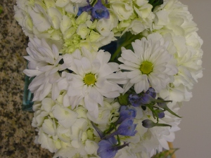 White and blue centerpiece detail.