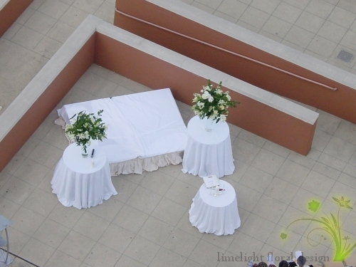Guests were seated outside, on the 1st floor of the Hyatt Regency with ceremony facing the New York landscape. Large white and green natural looking arrangements flanked the ceremony site.