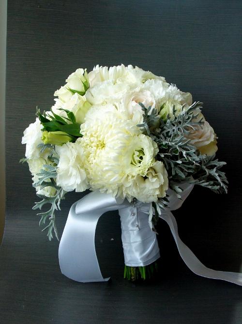 NJ Wedding Flowers Teddy Bear Mums, Spray roses, O'Hara roses, lisianthus and gorgeous garden Dusty Miller. The Maritime Parc