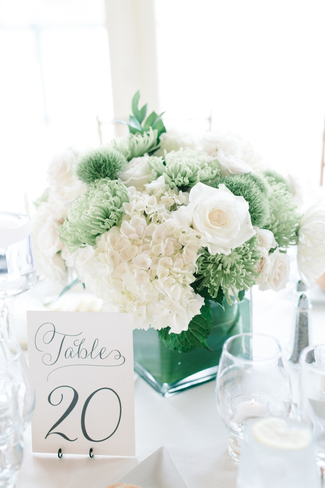 Green and white centerpieces for wedding flowers
